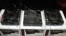 10293595-2x-pioneer-1000-mk3-1x-djm-mixer-800